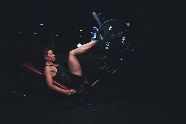 A picture of a woman on the leg press