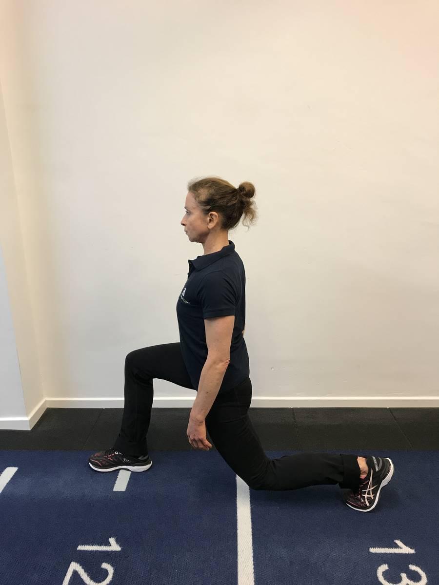 Bodyweight lunge bottom position